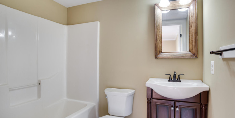4740 Paul Hance Rd Huntingtown-large-032-8-Bathroom-1500x1000-72dpi